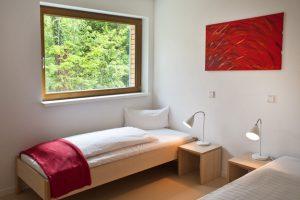 Genießen Sie den Blick ins Grüne aus den Gästezimmern unseres Tagungshotel Berlin Brandenburg